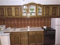 Kuzhina plus Tavolina e Bukes