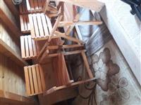 Shiten 8 karrige dhe 2 tavolina