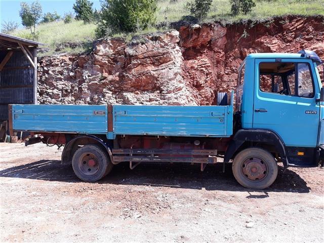 Kamion-mercedes-809