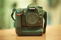 Nikon d7000 me  Gripbateri  Lens  18-105 VR ejt