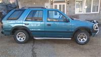 Opel Frontera 2.4i -92