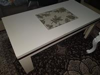 Shes dy tavolina