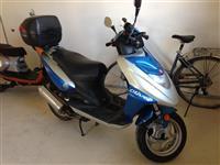 Skuter (scooter) Motocikleta