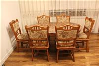 Tavolin me 8 karrika per kuzhin