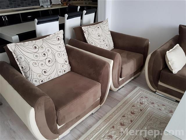 Shes-mobilje-Salloni-po-thuaj-se-të-pa-përdorura