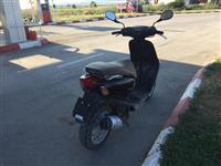 Shitet skuteri 50cc i ardhun nga zvicrra