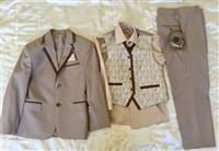 Dy palë kostume për djem