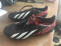 Paisje futbolli Adidas