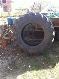 Shitet Guma e traktorit me profil 30