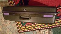 Koferë për rroba nga Zvicra.