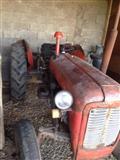 Shitet traktori me te gjitha mjetet e punes