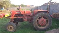 Shitet traktori me Lug ngarkuese