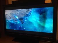 Shiten dy televizor, ekran te demtuar