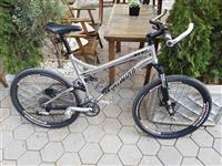 Bicikleta fullsuspension