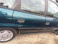Opel Astra me targa te huajaT Diesel