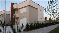 LINA-Shitet Shtëpia e mobiluar me 3 ari L.ILIRIA
